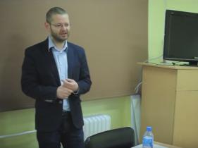 Mariusz Filip wygłasza wykład